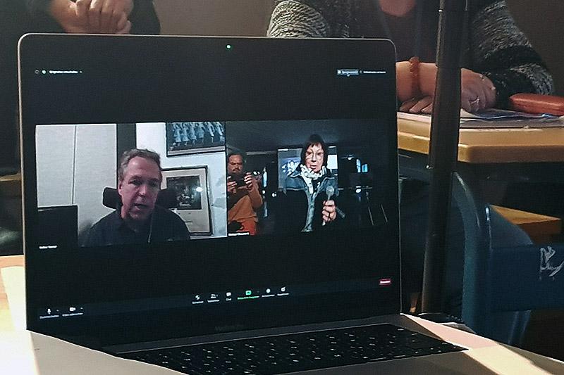 Zoom-Diskussion via Laptop